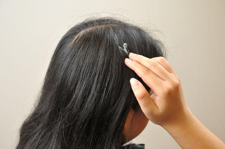 試用驚喜2:包覆式染髮 沒有市售染髮劑的刺鼻味和化學傷害 用完不油膩